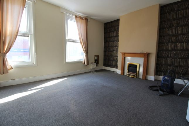 2 bed flat to rent in Trinity Street, Gainsborough DN21