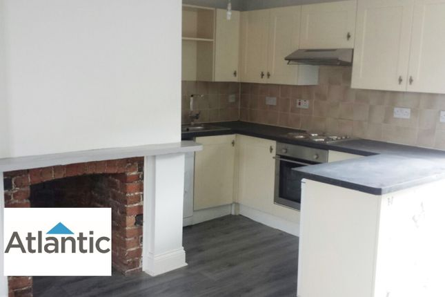 Thumbnail Flat to rent in High Street, Aveley