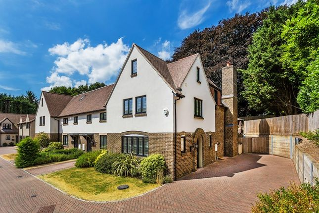 Thumbnail Property for sale in Dacre Close, Chipstead, Coulsdon