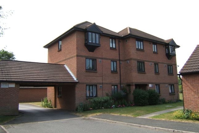 Thumbnail Studio to rent in Vicarage Way, Colnbrook