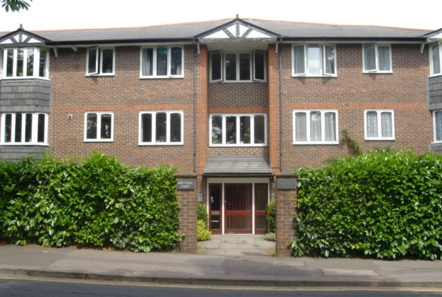 Thumbnail Flat to rent in Queens Drive, Acton, London