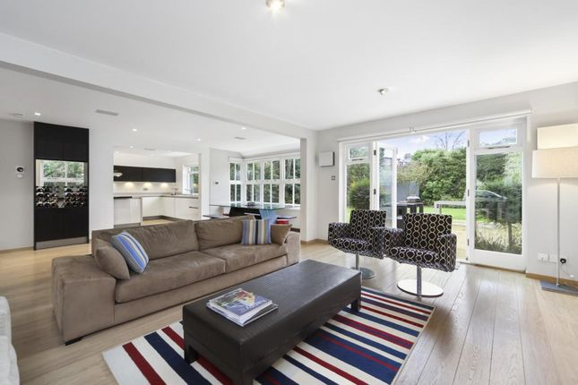 Thumbnail Detached house to rent in Kings Close, Thames Ditton