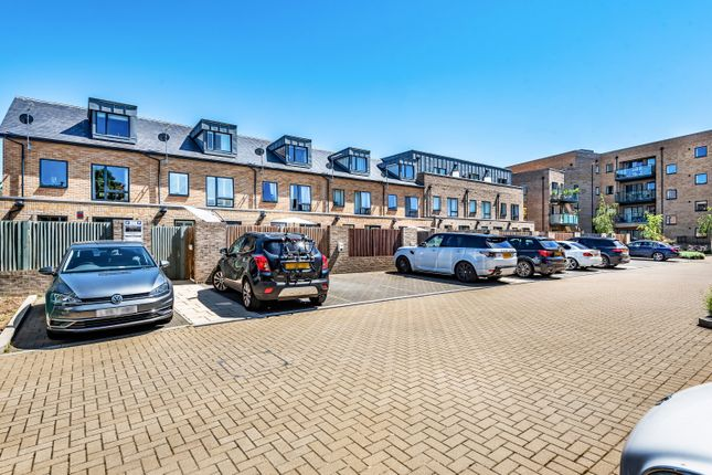 Thumbnail Town house for sale in Bruce Grove, Orpington