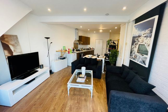 Studio to rent in Hill Road, St Johns Wood NW8