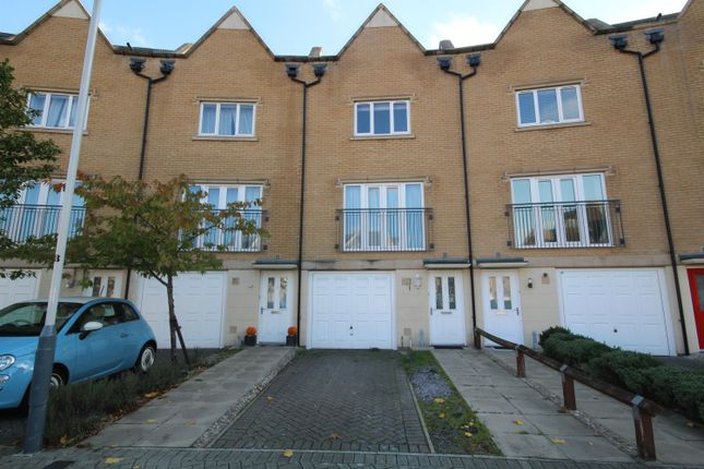 Thumbnail Town house to rent in Varcoe Gardens, Hayes, Middlsex