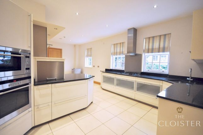 Thumbnail Flat to rent in Marlborough Place, London