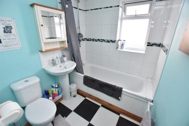 Family Bathroom of Arbutus Close, Barton Green, Nottingham NG11