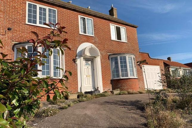 2 bed flat to rent in Challoners Close, Rottingdean, Brighton BN2