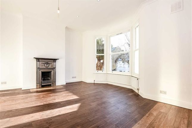 Flat to rent in Harvist Road, Queens Park, London