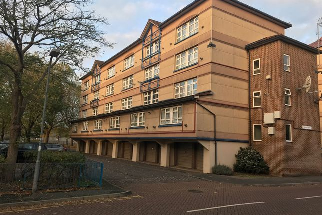 Thumbnail Flat for sale in Holdbrook South, Waltham Cross, Hertfordshire