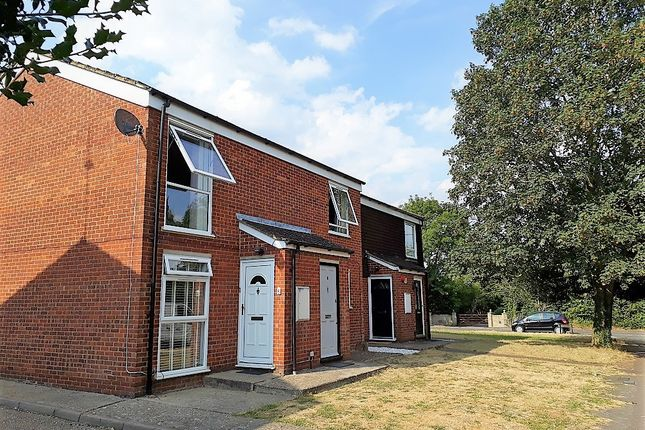 2 bed maisonette to rent in St Davids Close, Iver, Buckinghamshire SL0