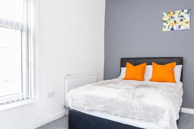 Room to rent in Garforth Street, Oldham OL9