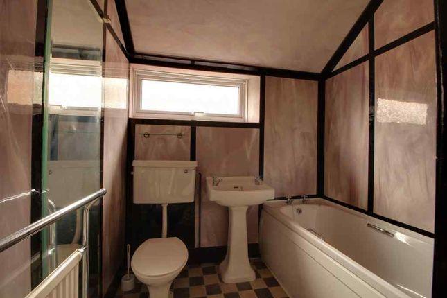 Bathroom 1 of Durban Road, Grimsby DN32