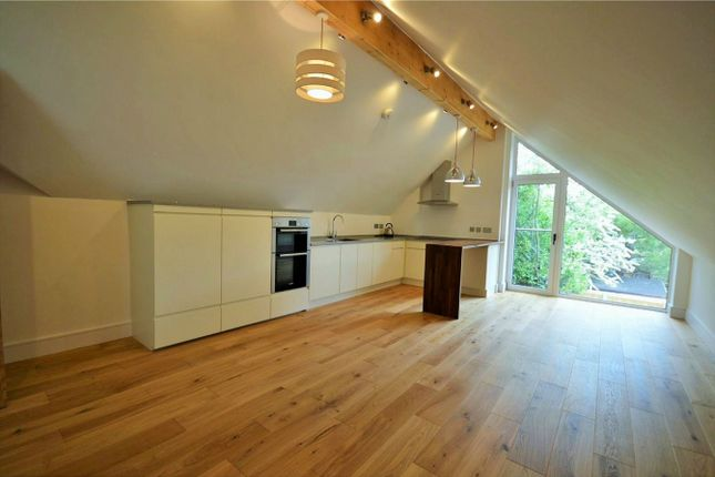 Thumbnail Flat to rent in Parchment Street, Winchester