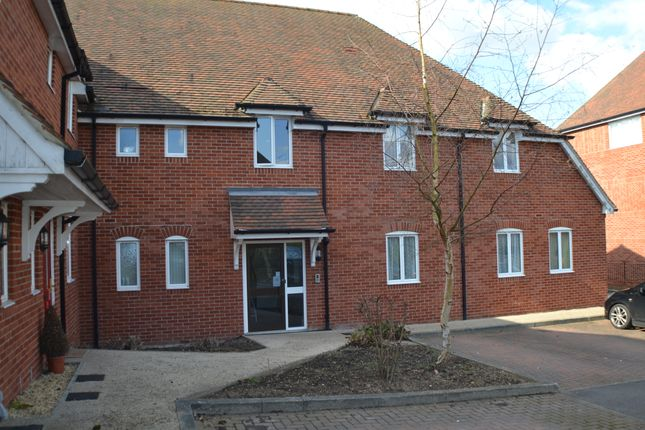 1 bed flat to rent in Abbey Gardens, Upper Woolhampton, Reading