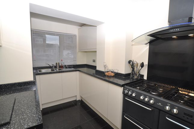 4 bed property for sale in Swinburne Avenue, Hitchin