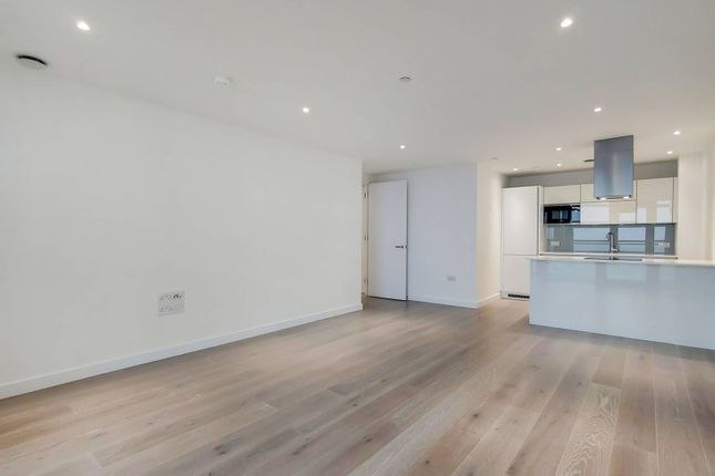 Flat for sale in City North East Tower, Finsbury Park, London