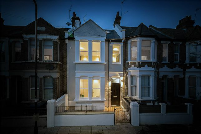 Thumbnail Flat for sale in Leythe Road, Acton