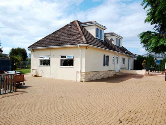 4 bed bungalow for sale in Oatlands Road, Andreas IM74Er