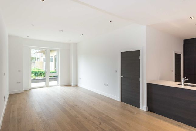 Thumbnail Flat for sale in Quayside House, Kew Bridge Road, Brentford, London