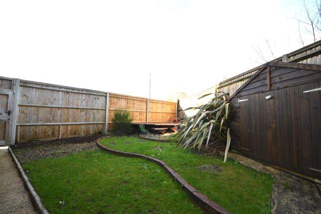 Side Garden of Munnings Gardens, Isleworth TW7