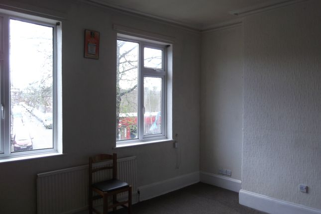 2 bed flat to rent in Uppingham Road, Leicester
