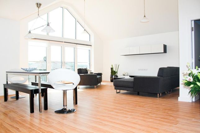 2 bed flat to rent in 98 Penrhos Road, Bangor LL57