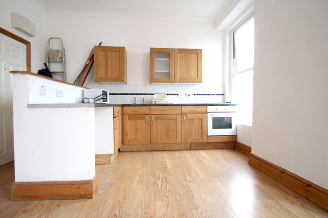Flat to rent in Lipson, Plymouth, Devon
