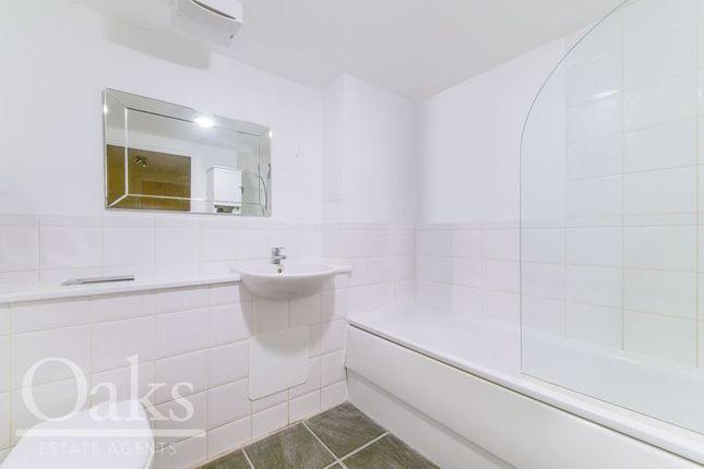 Bathroom of Harry Close, Croydon CR0