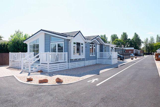 Thumbnail Mobile/park home for sale in Kingdom Park View, Lanark, Ravenstruther, South Lanarkshire