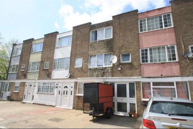 Thumbnail Terraced house to rent in Lovell Road, Southall
