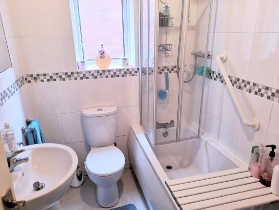 Bathroom of Abingdon Street, Ashton Under Lyne, Tameside, Greater Manchester OL6