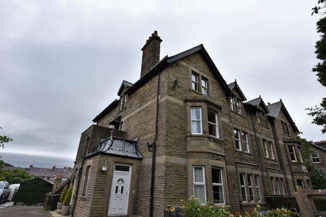 2 bed flat to rent in Spencer Road, Buxton SK17