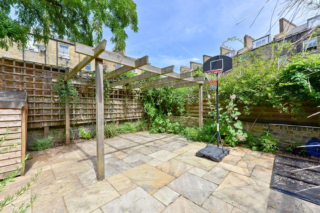Thumbnail Flat for sale in Pyrland Road, London