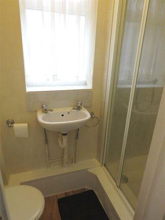 Bathroom of Links Avenue, Morden SM4