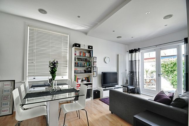 2 bed flat to rent in The Avenue, Chiswick
