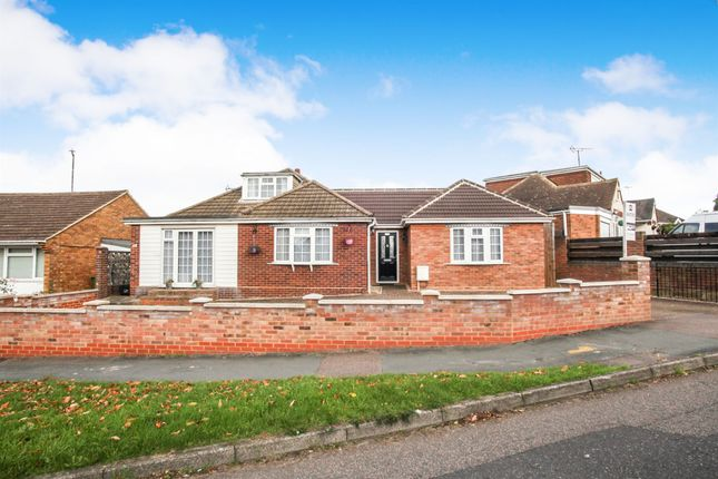 3 bed detached house for sale in Laburnum Grove, Luton