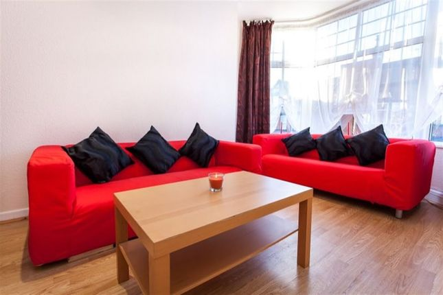 Thumbnail Flat to rent in Headingley Avenue, Leeds, West Yorkshire