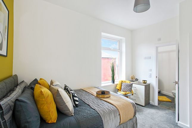 Thumbnail Shared accommodation to rent in Denbigh Street, Oldham
