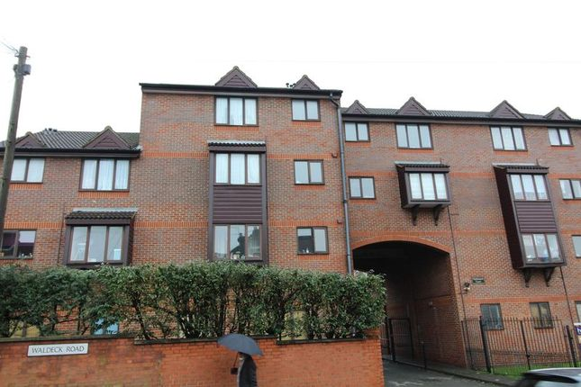 Thumbnail Studio for sale in Nightingale Court, Waldeck Road, Luton