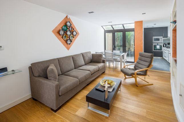 Thumbnail Town house to rent in Lynton Road, London