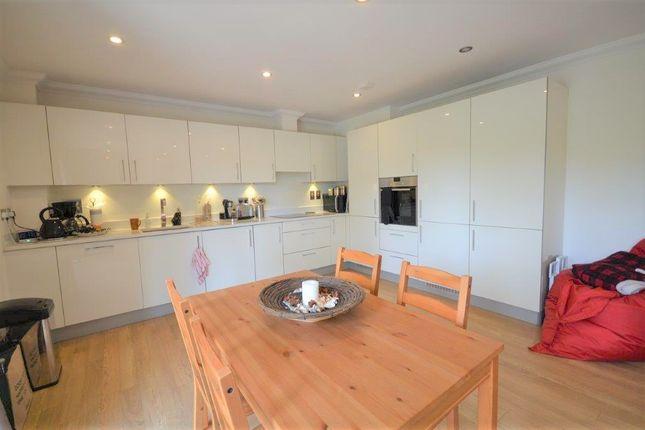 Thumbnail Flat to rent in Windsor Lane, Burnham, Slough