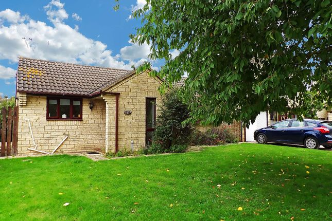2 bed detached bungalow to rent in Thorney Leys, Witney, Oxfordshire