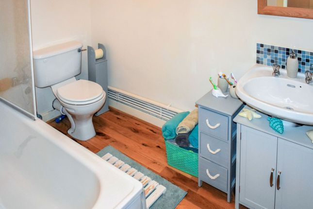 Bathroom of 22 Flax Street, Belfast BT14