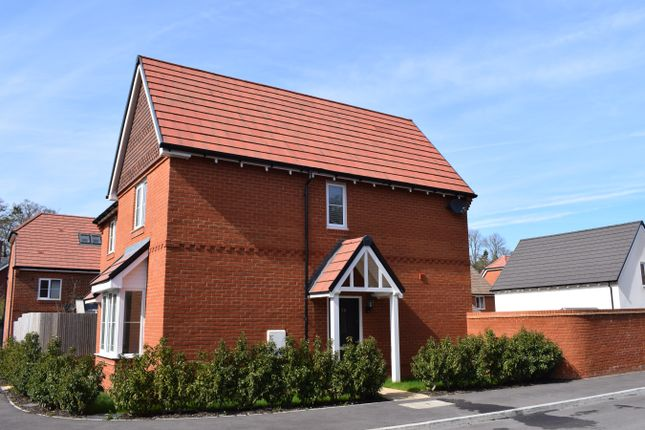 Thumbnail Semi-detached house for sale in Meadowbrook, Woolton Hill, Newbury