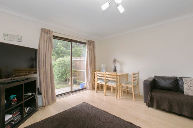 2 bed property to rent in Keats Close, Colliers Wood, London SW19