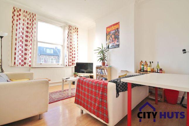 3 bed flat to rent in Somerfield Road, London N4