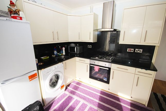 3 bed flat for sale in Portway Gardens, London