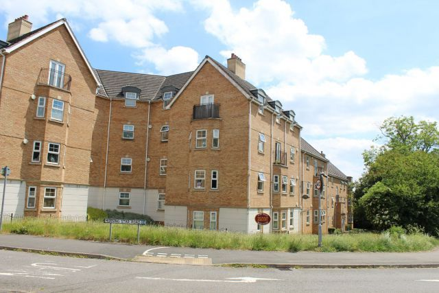 1 bed flat for sale in Morning Star Road, Daventry, Northants NN11