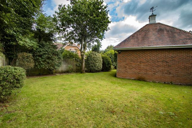Front Garden of Dean Wood Close, Woodcote, Reading RG8